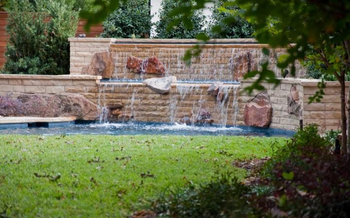 Backyard Retreat with Stunning Pool & Fountain